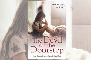 The-Devil-on-the-doorstep-cover